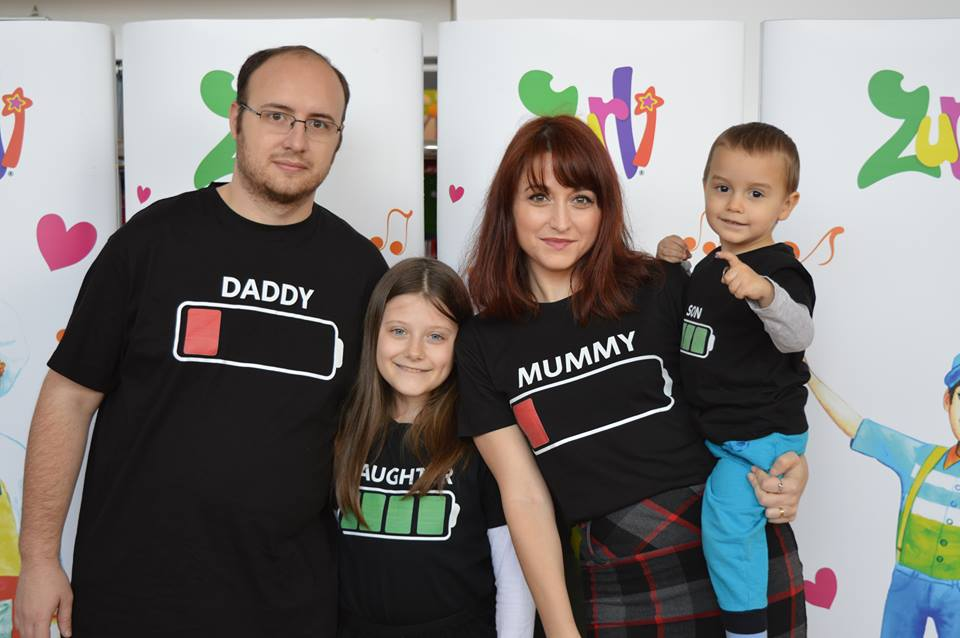 O familie nebună, în tricouri personalizate