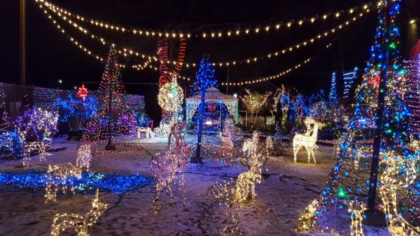 Victorian Belle holiday light displays