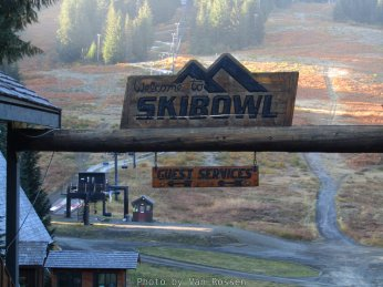 Our first stop was at Skibowl. This was not planned but we saw they were almost done with at new trailhead parking lot and wanted to see if we could take a look. They had it fence off so we check out Skibowl instead.