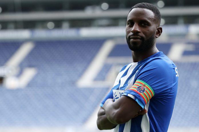 Oficial: Silvestre Varela reforça o FC Porto