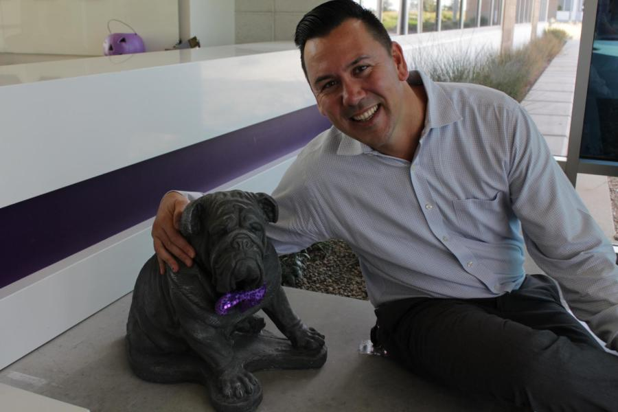 Kris+Linville+smiles+with+Buster+the+Bulldog+in+the+front+office.+