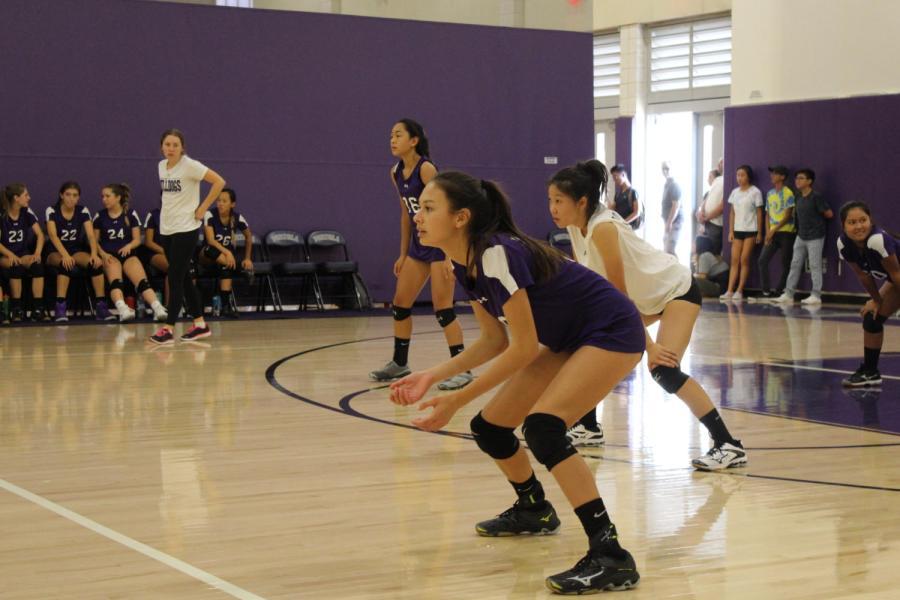 %2318+freshman+Jenna+Chinn+prepares+to+receive+the+ball.