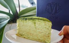 The overlapping layers of crepe and green tea cream pleasantly coat the mouth with aromatic richness, leaving a bittersweet aftertaste.