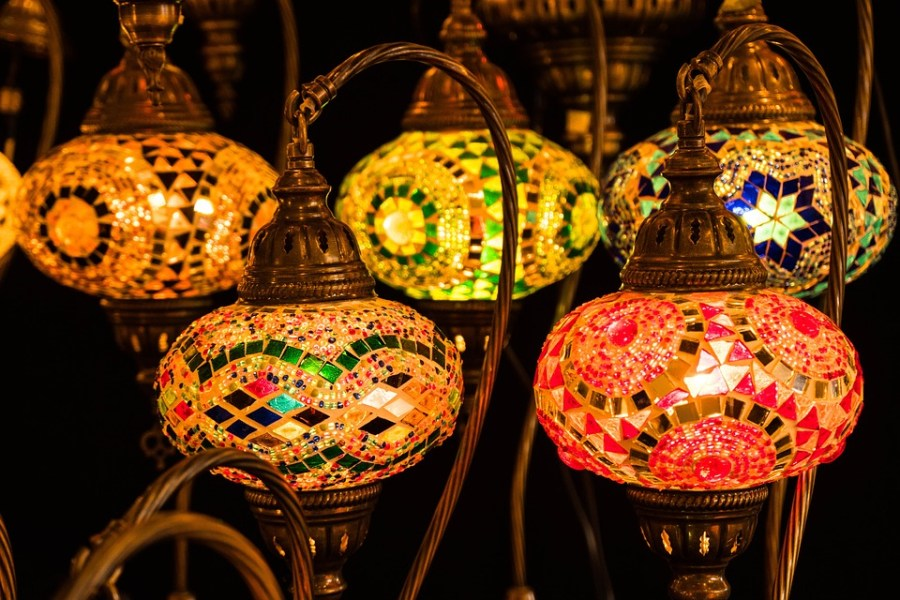 Many families decorate their homes for the month of Ramadan. The most popular decorations are lanterns, string lights, crescents and countdowns.
