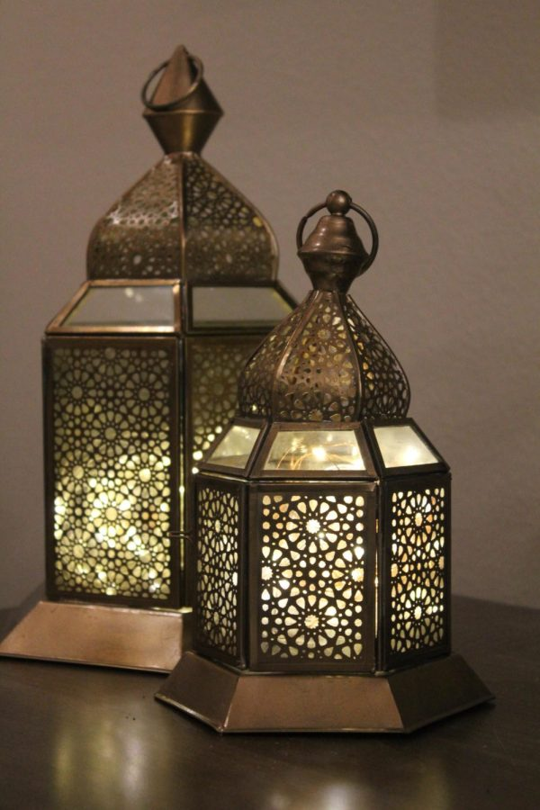 It+is+a+tradition+for+many+families+to+decorate+their+homes+for+Ramadan.+Decorations+include+lanterns%2C+lights%2C+signs+stating+%E2%80%9CHappy+Ramadan%2C%E2%80%9D+and+much+more.