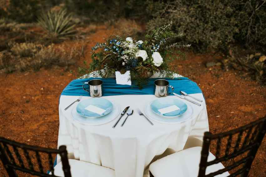 turquoise and white wedding colors