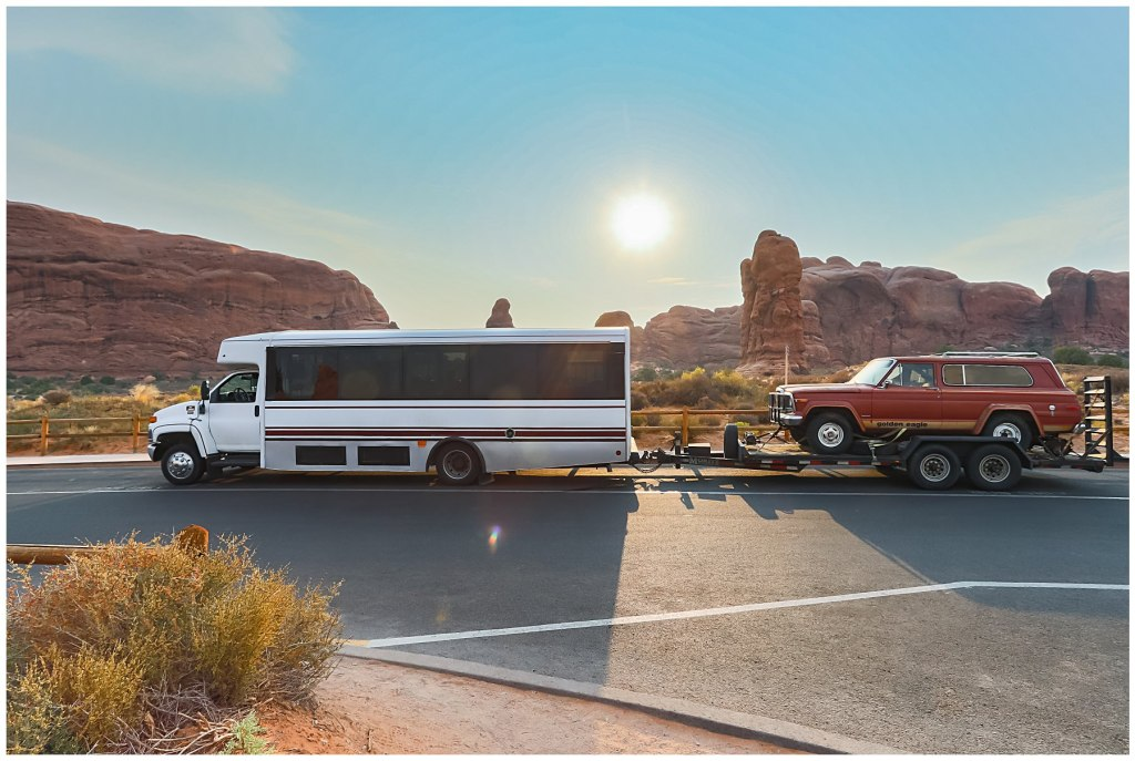roadtrip bus and jeep in arches national park