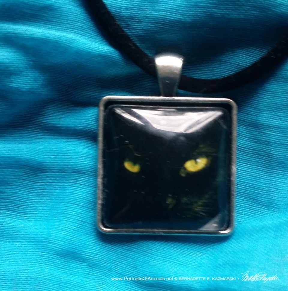 Cabochon Pendant, The Eye Model