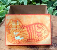 Keepsake-batik-kitty-med-rectangular-open