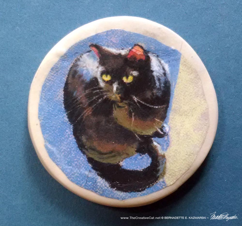 """Mewsette in Sun 2"""" Round Magnet"""