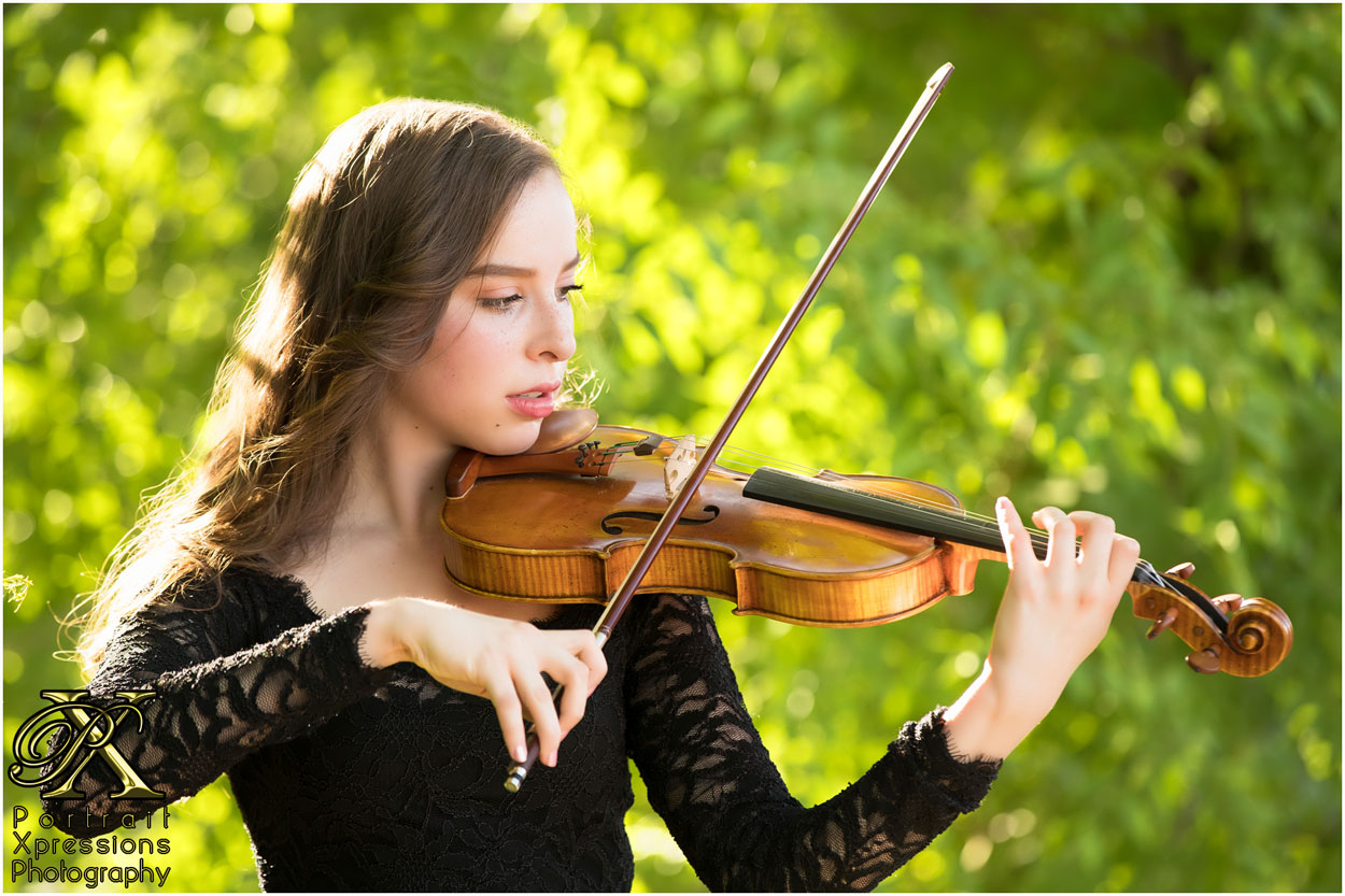 El Paso senior girl with violin