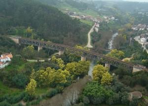 A ponte de Serpins, pouco antes do ramal terminar na estação com o mesmo nome.