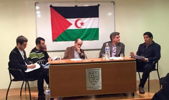 Mesa redonda sobre el Sáhara Occidental en la que participan Fran Pérez (Unidad Popular), Fernando Maura (Ciudadanos) y David Perejil (Podemos).