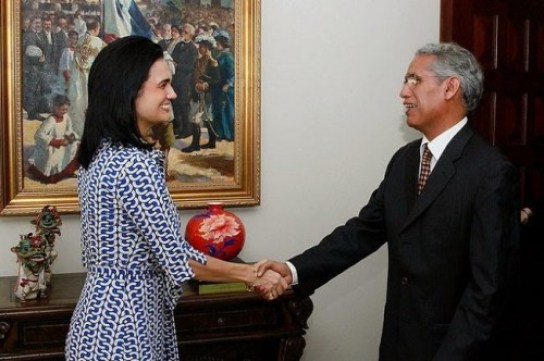 La Vicepresidenta y Ministra de Relaciones Exteriores de la República de Panamá, Isabel Saint Malo, recibe al canciller saharaui, Mohamed Salem Salek.