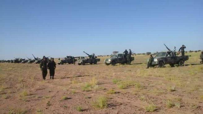 Maniobras del Frente Polisario en la localidad de Bir Lehlu, Sáhara Occidental.