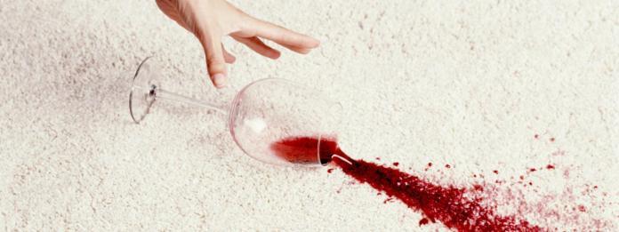 Πως καθαριζει ο λεκες απο κοκκινο κρασι