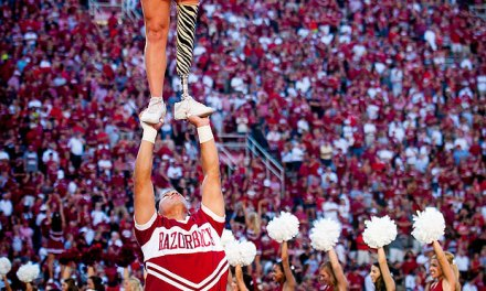 One-legged cheerleader dazzles 70,000 sports fans