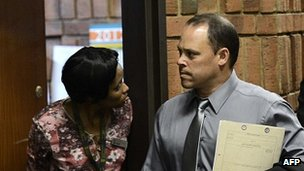 Oscar Pistorius detective challenged at bail hearing