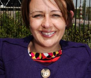 Baroness Tanni Grey-Thompson forced to drag wheelchair up a dozen flights of stairs as she crawled to her flat when lift broke