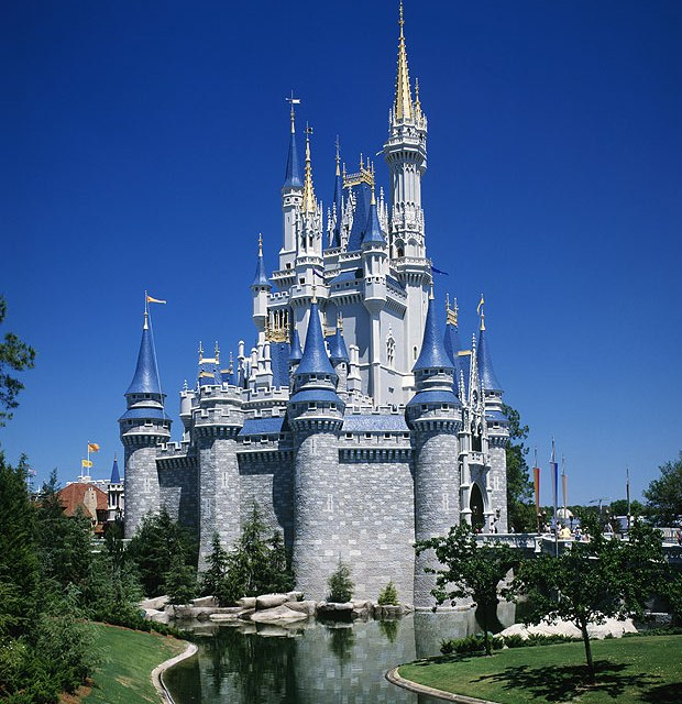 "Rich families ""hire disabled people to beat queues at Disney World"""