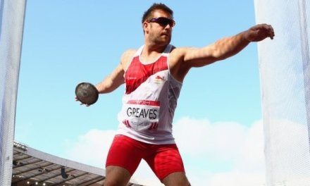Greaves edges out Davies for discus gold