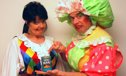 Oh yes they did – panto comes to Glasgow care home