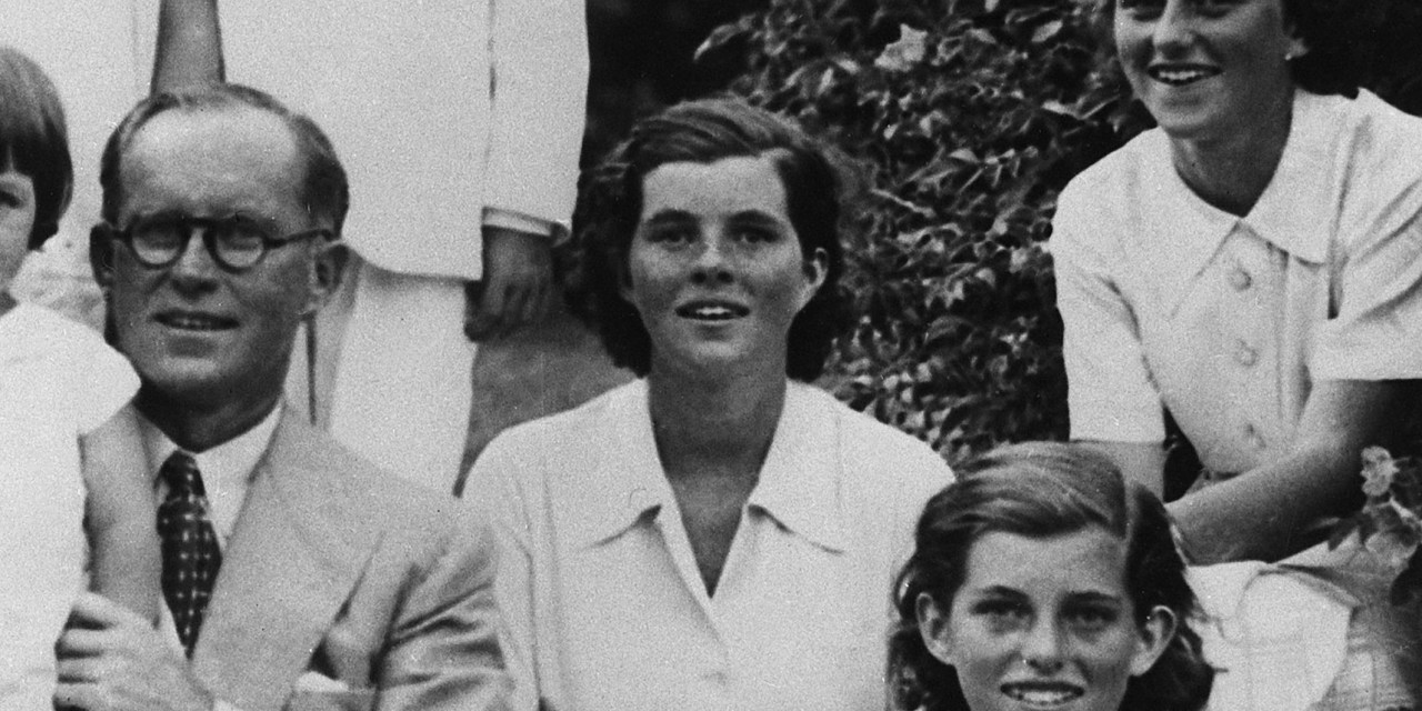 Elisabeth Moss cast as Rosemary Kennedy in new biopic