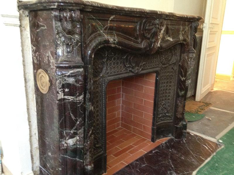 Installation dune chemine du XIX sicle en marbre Levanto Rouge  Le Plaisir du Feu