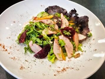 702. Winter Salat – Grüner Salat/ Rote Bete/ Äpfel/ Walnüsse/ Olivenöl/Kräuter