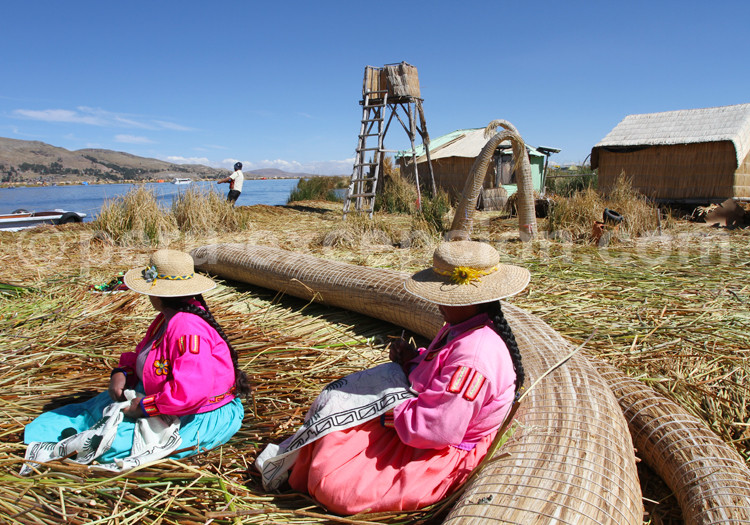 iles uros totora lac titicaca pérou