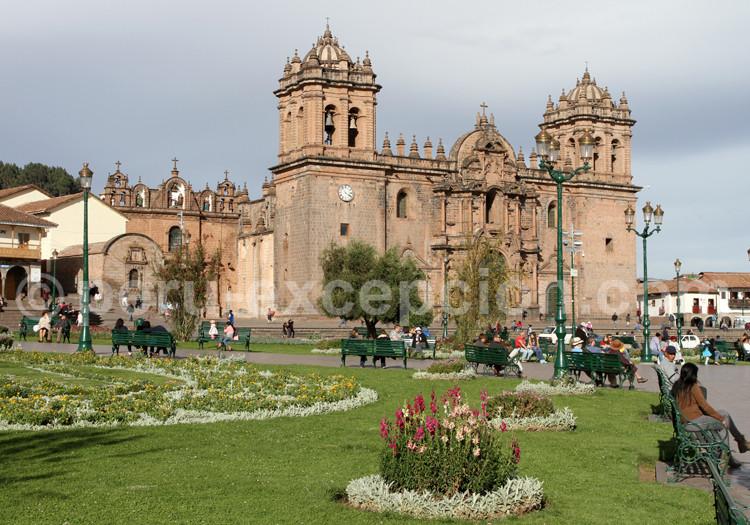 cathedrale place armes cuzco