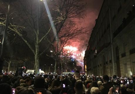 巴黎凱旋門跨年煙火
