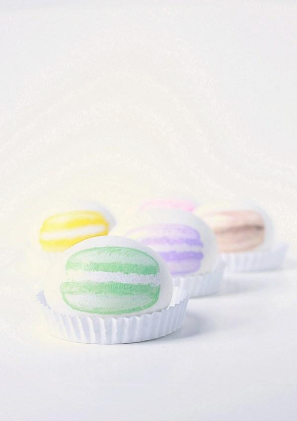 Macaron Painted Easter Eggs – DIY