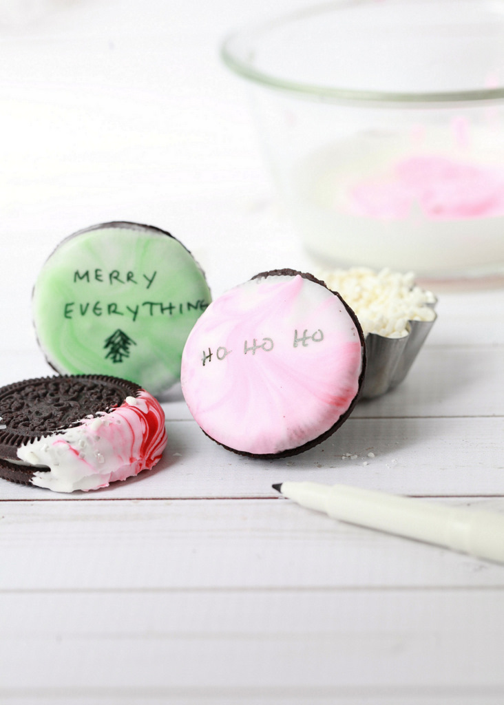 Peppermint-Marble-Oreos-Easy-DIY-Christmas-Cookies