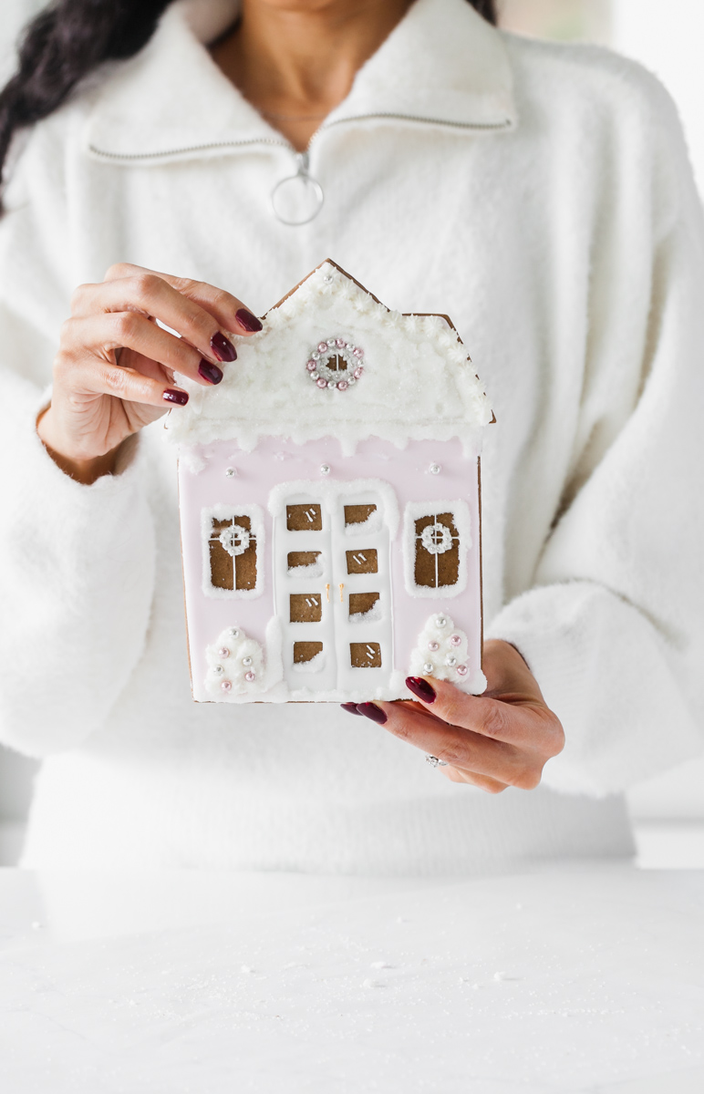 Gingerbread_house_cookie _baking_decorating_royalicing