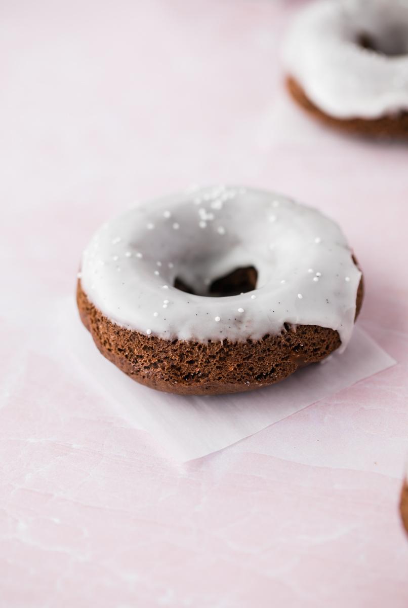 gluten_free_baking_chocolate_donuts_dougnuts_baking_recipes_vanilla_glaze_