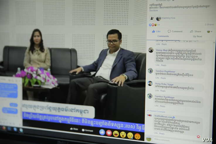 Facebook users comment during a VOD Roundtable show on judicial corruption in Cambodia with host Lim Thida, left, and one of her guests, Justice Ministry spokesman Chin Malin, VOD's studio, in Phnom Penh, Sept. 11, 2019. (Tum Malis/VOA Khmer)