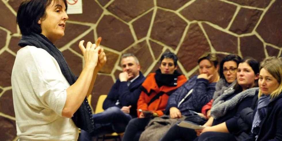 la-psychologue-marion-thiessard-a-anime-la-conference-organisee-a-linitiative-de-lassociation-des-parents-deleves