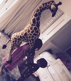 Sarah Michelle Gellar Has An Adorable Giraffe & Children!