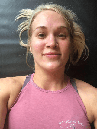 Carrie Underwood showing off her post-gym natural beauty!