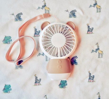 Cute portable fan for cooling down food