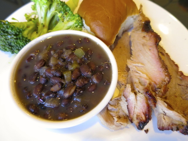 Pork with black beans, broccoli, and dinner roll