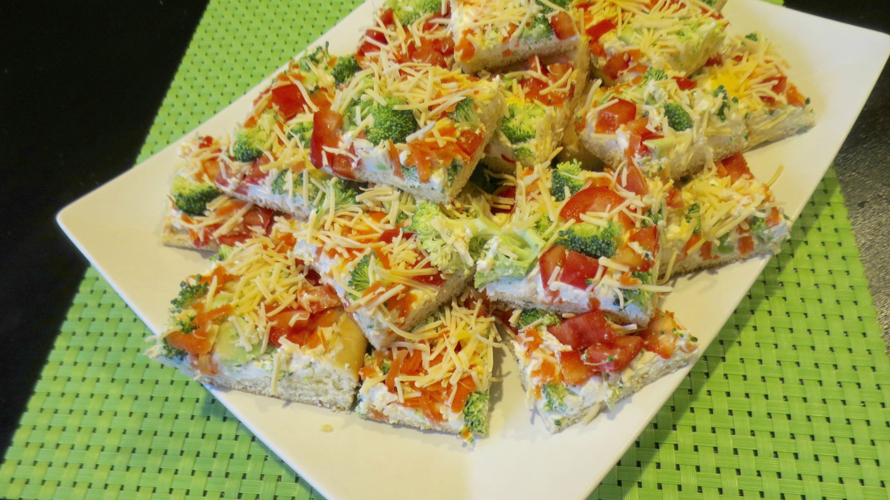 cool-veggie-and-ranch-pizza-appetizer-platter