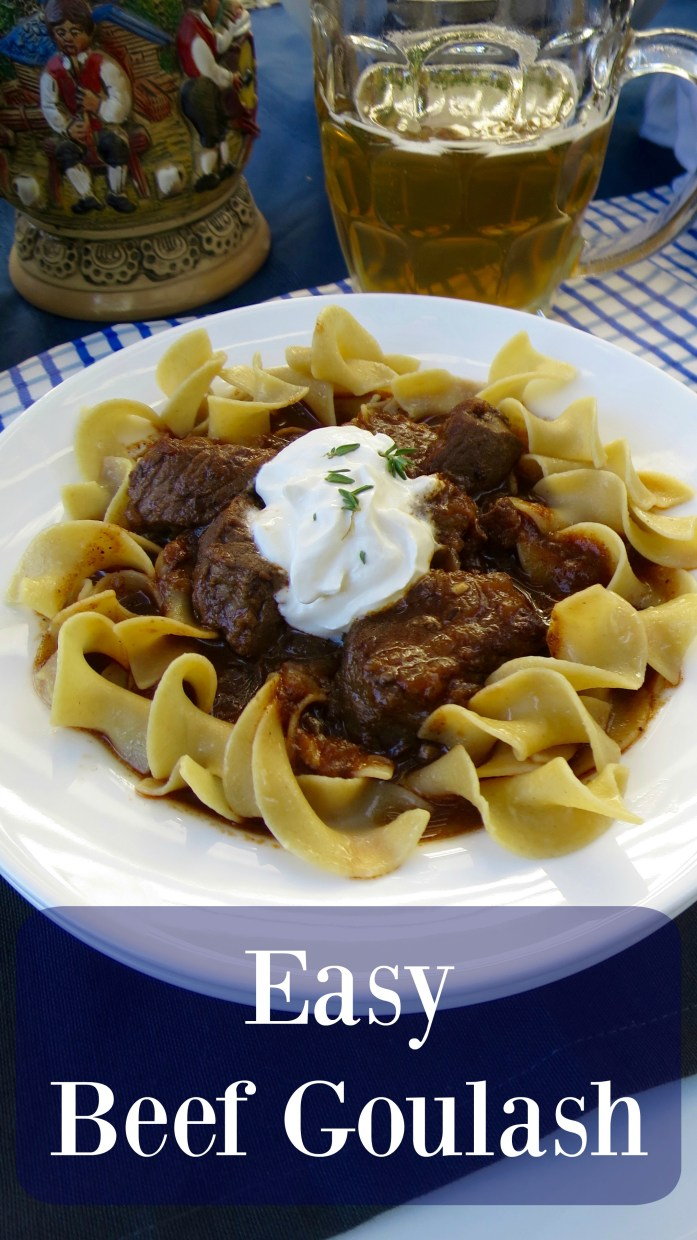 Easy Beef Goulash - Not only does this Beef Goulash taste yummy, it fills the house with the most amazing aroma while it cooks! #SundySupper