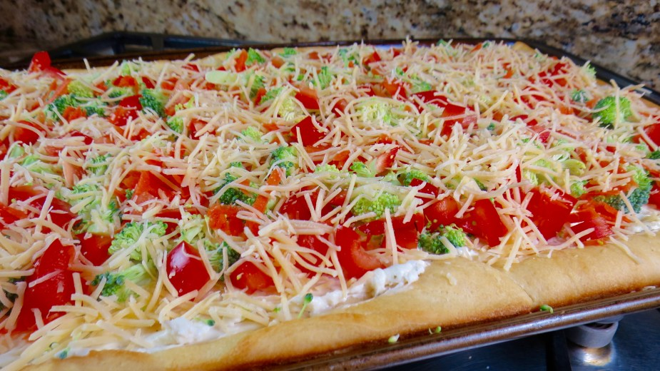 Cool Veggie and Ranch Pizza Appetizer