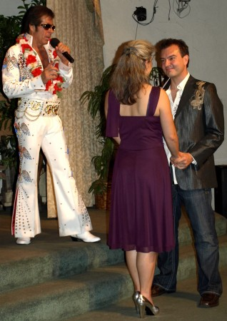 Getting married by Elvis!!