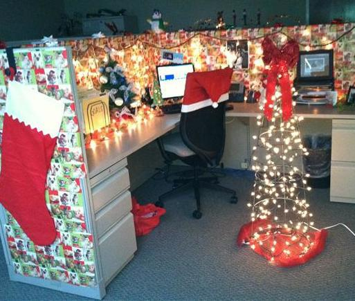Office christmas decorations Elegant Christmasofficedecorating The Chief Happiness Officer Blog Ways To Create Some Happiness In The Office This Christmas The