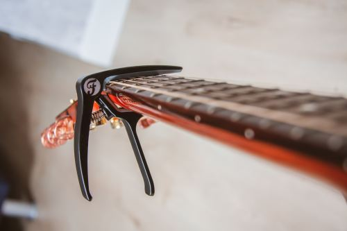That's the kind of capo I much rather prefer!