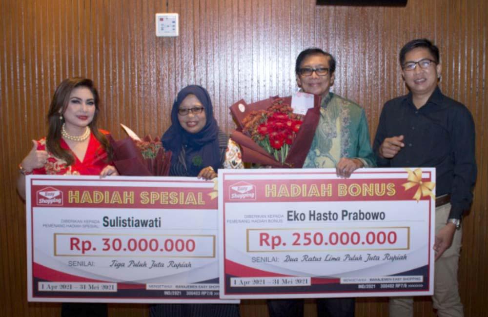 Anugerahkan Hadiah Ratusan Juta Rupiah kepada Pelanggan ...