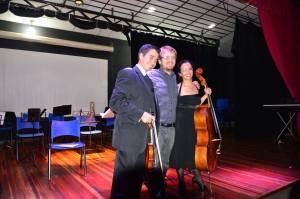 Leonardo Vieira Feichas (violino), Marcello Messina (compositor) e Letícia Porto Ribeiro (violoncelo)